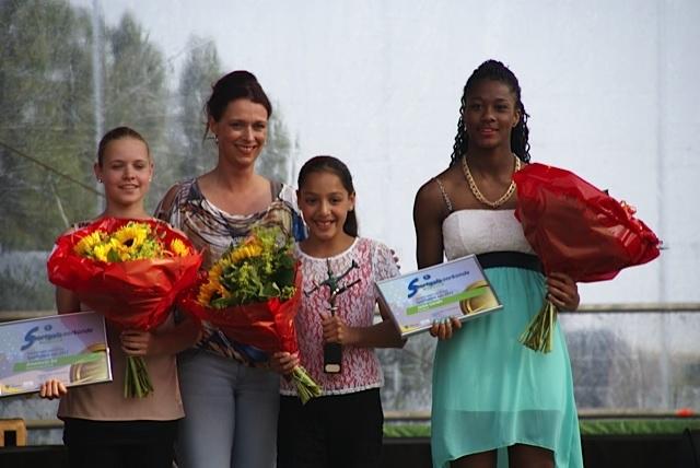 Claire Verkijk sporttalent 2012 op het sportgala van Zoetermeer