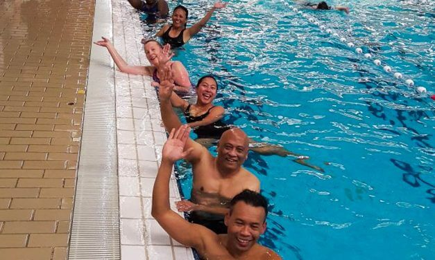 Ook volwassenen zwemmen af voor C