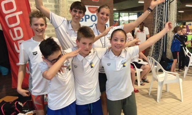 Minioren zwemmen jaargangfinale Leiden