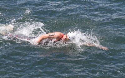 Open water zwemmer Thomas Jansen van start in Frankrijk